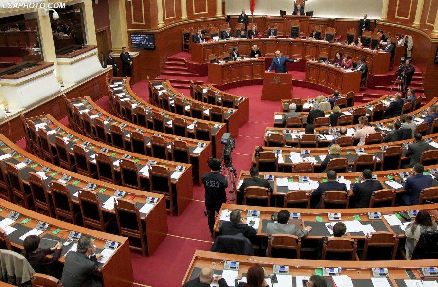 Osservatorio italiano albania parlamento rinvia di 7 for Notizie parlamento italiano