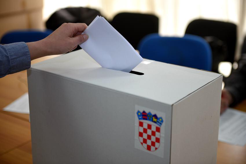 Osservatorio italiano croazia seggi all 39 estero per il for Seggi parlamento italiano